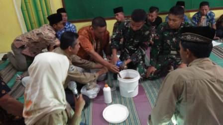 Pembinaan Pengolahan Pupuk Organik dalam Kegiatan TMMD Di Desa Sumurup Bendungan