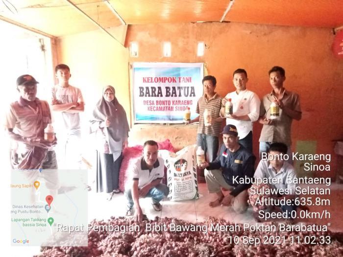 Kelompok Tani Bara Batua di Desa Bonto Karaeng Terima Bibit Bawang Merah