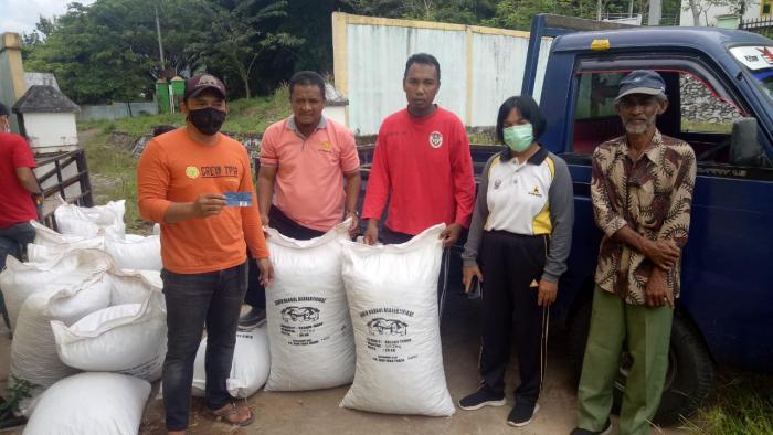 Pendistribusian Bantuan Benih Kacang Tanah Sumber Bagi Kelompok Tani  Penangkar Di Kecamatan Sendana Kota Palopo